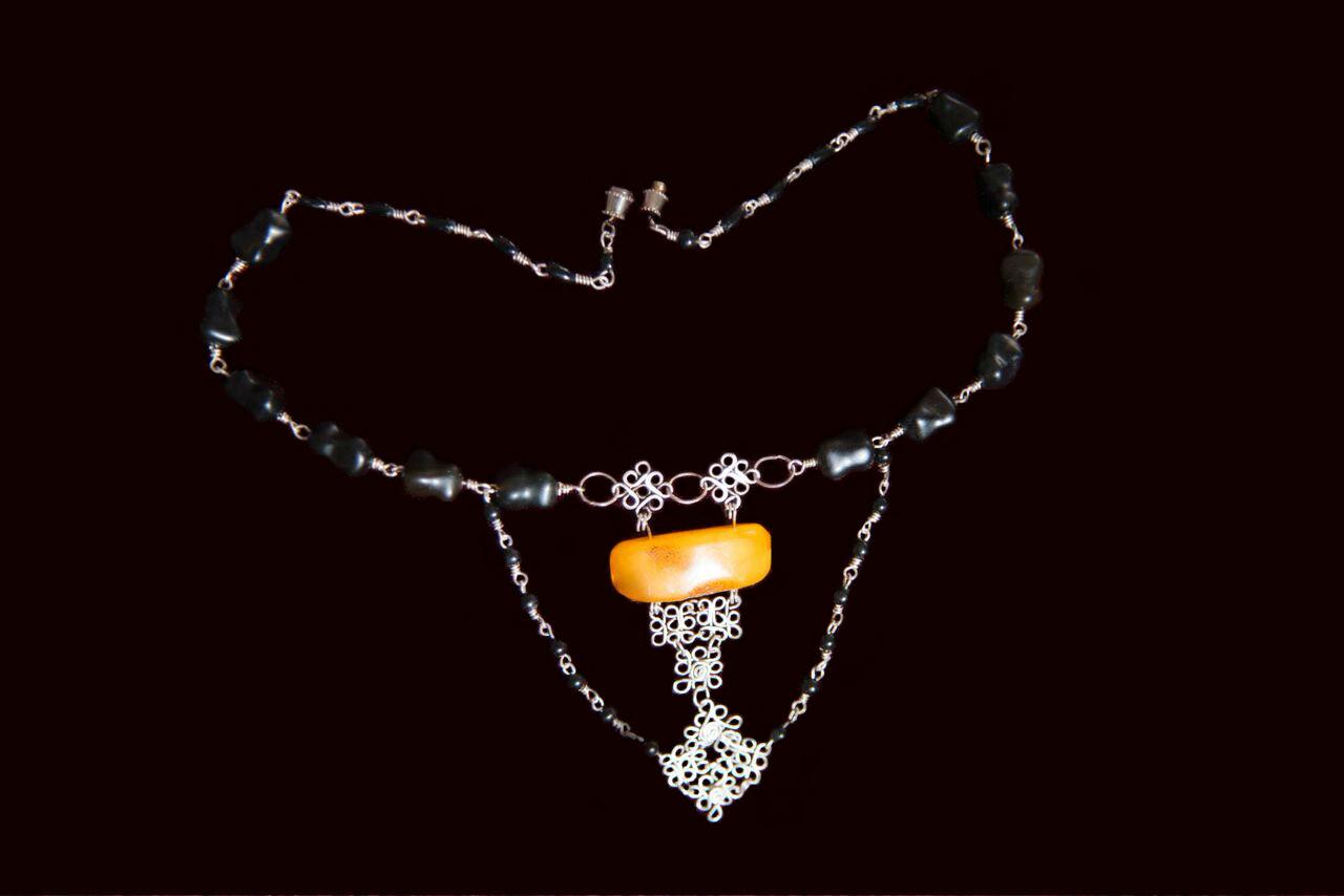 Collar de ambar ruso y obsidianas en alambre de plata 9 25 Foto Wolfgang Kaufmann