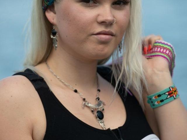 Set aus Ohrringen und Halskette, eingefasst in 9,25 Silber und Obsidianstein. Huichol Armband. Webstuhl Stirnband